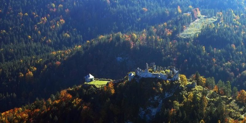 "das Burgruinen-Ensemble ""Ehrenberg"" in Tirol"