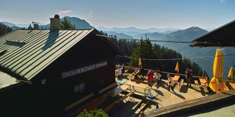 ein Ausblick in die Berge vom Tegelberghaus