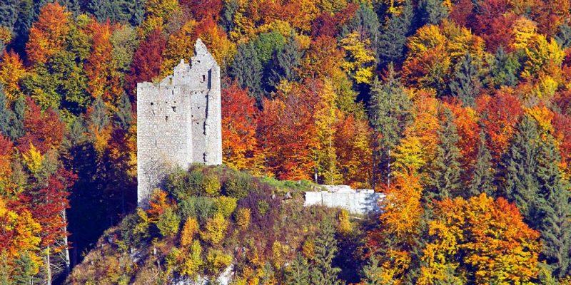 """die Burgruine """"Schloß Vilseck"""" bei Vils in Tirol"""